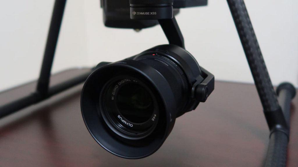 ジンバルとカメラDJI製のZenmuse 5s/レンズにはOLYMPUS製のM.ZUIKO DIGITAL 25mmF1.8